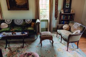 интерьер, гостиная, ковер, диван, пуфик