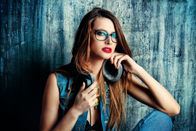 девушки, - рыжеволосые и разноцветные, очки, наушники