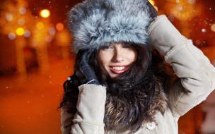 девушки, izabela magier, шатенка, шапка, перчатки, дубленка, снег, огни