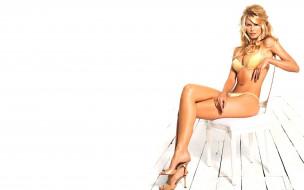 девушки, claudia schiffer, модель, блондинка, купальник, стул, каблуки