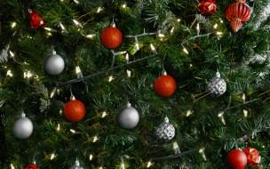 елка, шарики, гирлянда