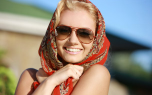 Sabrina Dee, платок, очки, портрет, лицо, девушка, модель, блондинка, красотка, красавица, сексуальная, взгляд, макияж, поза