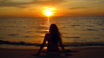 девушки, - рыжеволосые и разноцветные, купальник, море, берег, закат