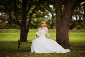 девушки, - невесты, блондинка, платье, букет, скамейка, деревья