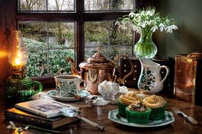 еда, натюрморт, лампа, букет, кофейник, кексы