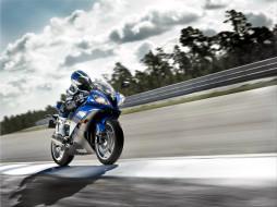 обои для рабочего стола 1920x1440 мотоциклы, yamaha, мотоциклист, дорога, трасса, шоссе, скорость, облака