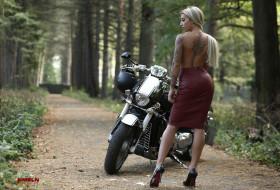 мотоциклы, мото с девушкой, кастомизированный, тюнингованый, мотоцикл, крутой, байк, железный, конь, который, даёт, свободу, ветер, в, лицо, и, волосы, по, ветру