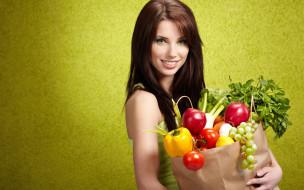 девушки, izabela magier, брюнетка, пакет, фрукты, овощи