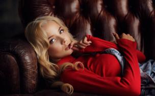 девушки, катерина ширяева, диван, блондинка, свитер, поза