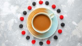 еда, кофе,  кофейные зёрна, малина, ежевика