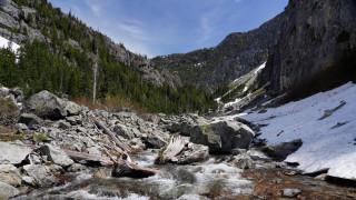 природа, горы, река, камни, скалы, деревья, лес, снег, синий, небо, hd