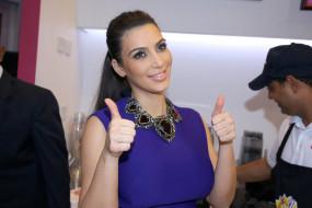 девушки, kim kardashian, брюнетка, ожерелье, жест, люди