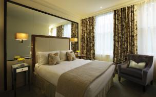 интерьер, спальня, кровать, кресло, тумбочки, окно, зеркало