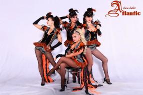 девушки, - группа девушек, танцовщицы, костюмы, стул