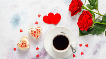 розы, кофе, пирожные, сердечки