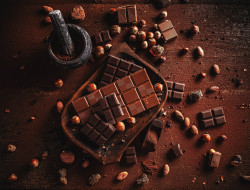 ступка, шоколад, орехи