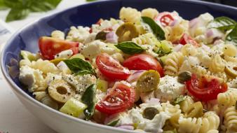 еда, макароны,  макаронные блюда, паста, спиральки, помидоры, творог, оливки, базилик