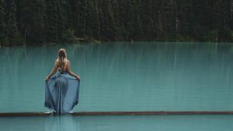 девушки, - блондинки,  светловолосые, девушка, платье, озеро, мостик, пейзаж