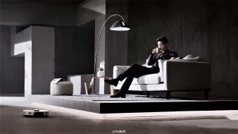 мужчины, xiao zhan, актер, чашка, диван, торшер, пылесос