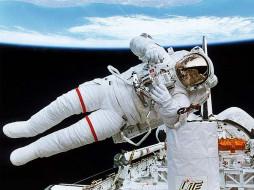 космос, астронавты, космонавты