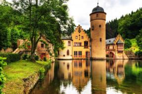 Замок Меспельбрунн (Германия) обои для рабочего стола 3287x2182 замок, меспельбрунн, германия, города, дворцы, замки, крепости, озеро, башня, деревья, каменный