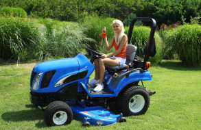 трактор, franziska facella, трава, девушка