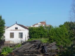 Фабрика обои для рабочего стола 1024x768 фабрика, разное, сооружения, постройки, небо, дом, доски, вода, деревья, хлам