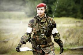 обои для рабочего стола 5184x3456 оружие, армия, спецназ, озеро, грудь, попка, красотка, рация, немка, наушники, красный, берет