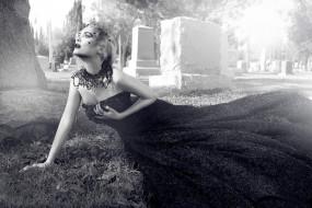 кладбище, платье, настроение