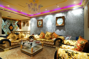 интерьер, дворцы, музеи, диваны, подушки, комната