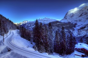 обои для рабочего стола 1920x1264 природа, зима, ели, деревья, швейцария, железная, дорога, снег, альпы, домик, горы