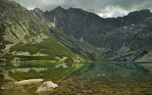 природа, горы, озеро, отражение, снег, облака, зелень, трава, камни, мель