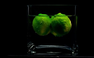 Limes in a glass обои для рабочего стола 2560x1600 limes, in, glass, еда, напитки, коктейль, лайм, стакан