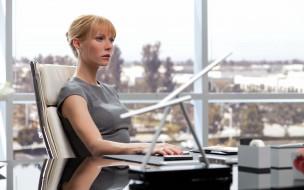 Gwyneth Paltrow, девушки, актриса, окно, стол, кресло