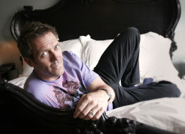 Hugh Laurie обои для рабочего стола 2631x1908 hugh, laurie, мужчины, великобритания, писатель, золотой, глобус, музыкант, актёр