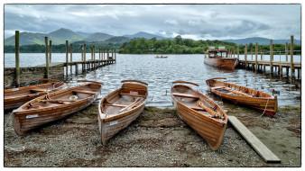 деревянные лодки на причале