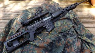 обои для рабочего стола 2048x1152 оружие, винтовки с прицеломприцелы, снайперская, винтовка, драгунова, прицел, куртка, камуфляж