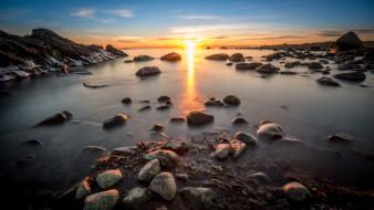 обои для рабочего стола 2048x1152 природа, восходы, закаты, горизонт, камни, берег, океан, солнце