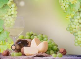 еда, напитки,  вино, стол, белое, вино, бутылка, бокал, грецкие, орехи, виноград, салфетка, листья, сыр
