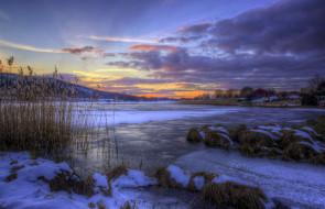 природа, зима, снег, сумрак, тучи, камыш, лёд, озеро