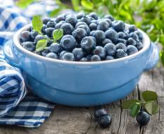 обои для рабочего стола 2905x2371 еда, голубика,  черника, napkin, bowl, leaves, blueberries, салфетка, миска, fresh, berries, листики, черника, свежие, ягоды