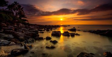 обои для рабочего стола 2100x1081 природа, восходы, закаты, зарево, солнце, тучи, пальмы, камни, горизонт, вечер, океан