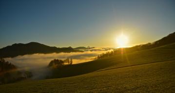 обои для рабочего стола 2560x1356 природа, восходы, закаты, солнце, свет, небо, холмы, туман, деревья, пейзаж