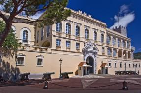 Prince`s Palace of Monaco обои для рабочего стола 4000x2657 prince`s palace of monaco, города, монако , монако, цепи, пушки, княжеский, дворец, monaco, prince's, palace