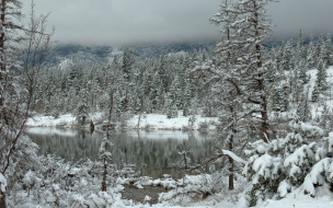 природа, зима, облака, озеро, лес, снег, горы