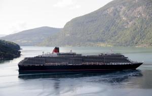 Queen Victoria обои для рабочего стола 2048x1300 queen victoria, корабли, лайнеры, лайнер, река, queen, victoria, liner, river