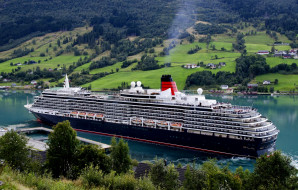 Queen Victoria обои для рабочего стола 2048x1308 queen victoria, корабли, лайнеры, лайнер, река, queen, victoria, liner, river