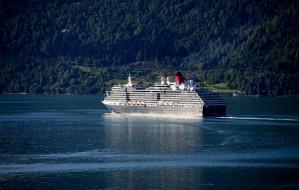 Queen Victoria обои для рабочего стола 2048x1302 queen victoria, корабли, лайнеры, лайнер, река, queen, victoria