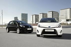 2012 Toyota Yaris Hybrid обои для рабочего стола 3073x2048 2012 toyota yaris hybrid, автомобили, toyota, hybrid, белый, черный, два, yaris