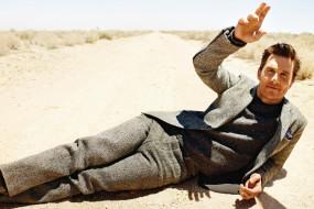 песок, дорога, костюм, Matthew McConaughey, Мэттью МакКонахи, актер, мужчина